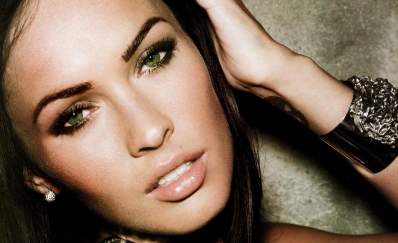 Красивый макияж для зелёных глаз и тёмных волос