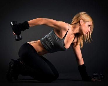 Упражнения с гантелями для похудения живота