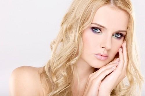 Макияж для блондинки с голубыми глазами