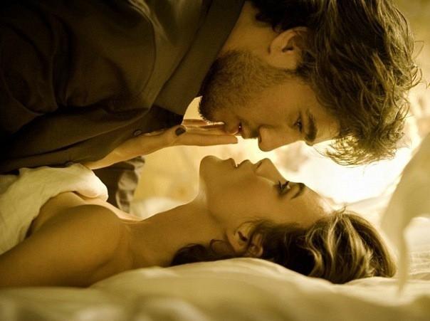 Фото красивой пары в постели
