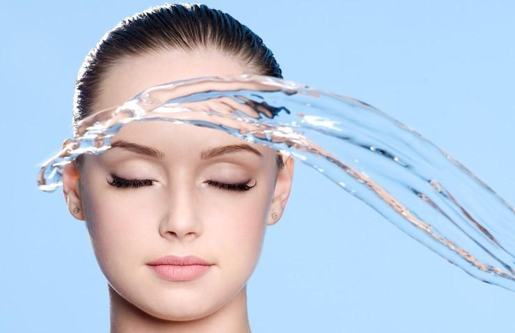 Маска из голубой глины для увлажнения кожи лица