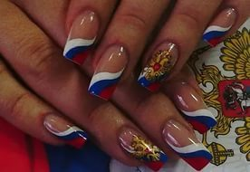 Рисунок флага России на ногтях
