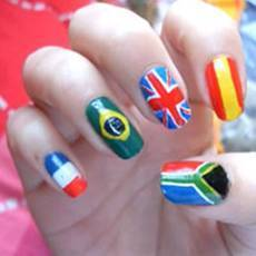 Рисунок флагов стран на ногтях