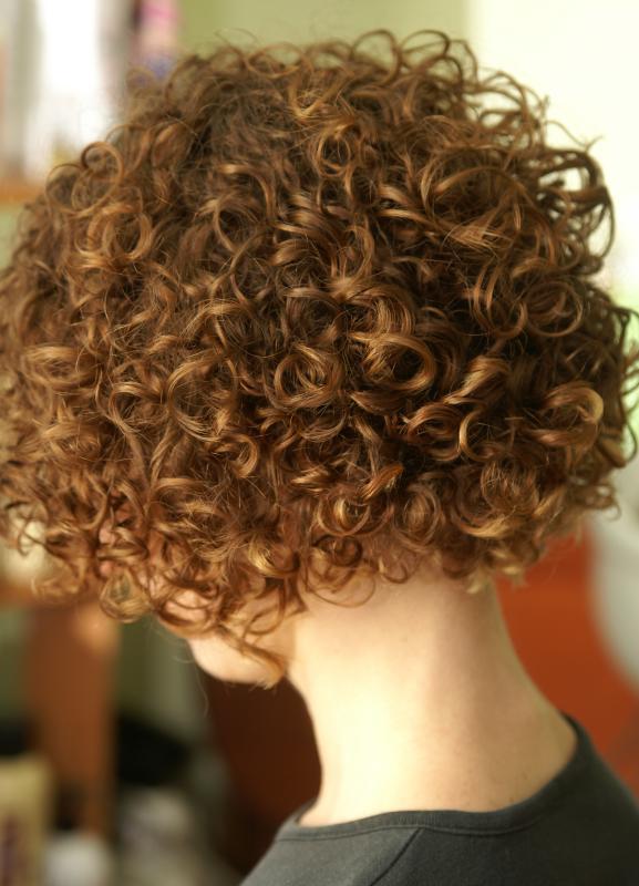 Химическая завивка на коротких волосах.