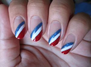 Рисунок на ногтях триколор российского флага