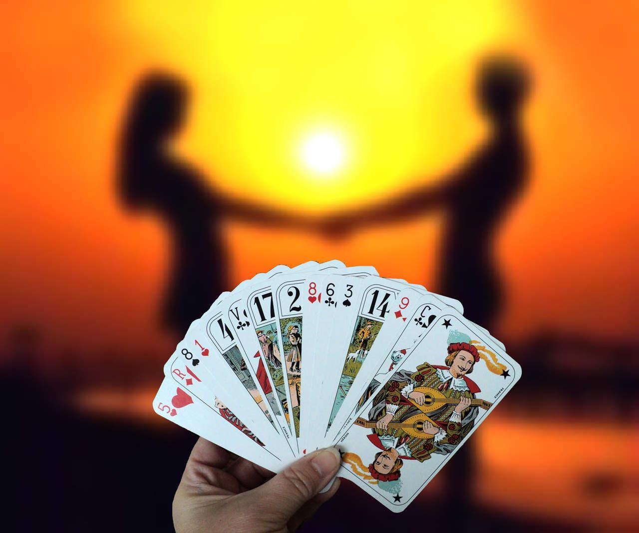 играть отношения на картах