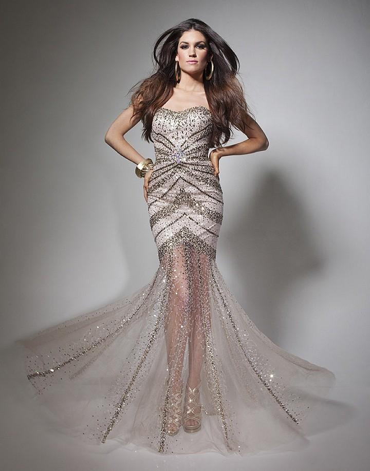 платье с сеткой на юбке