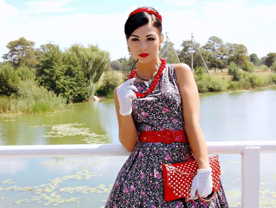 Платье в горошек в стиле 80 56