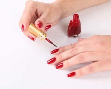 Как правильно красить ногти лаком в домашних условиях. Видео