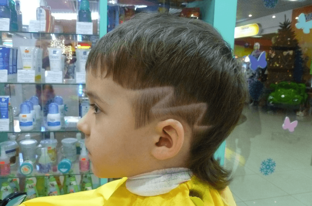 Стрижка для мальчика с выбритыми боками и узором
