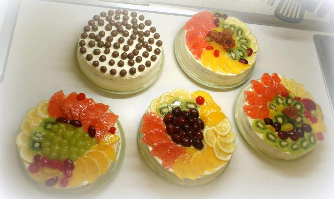Торт без выпечки из печенья с желатином и фруктами