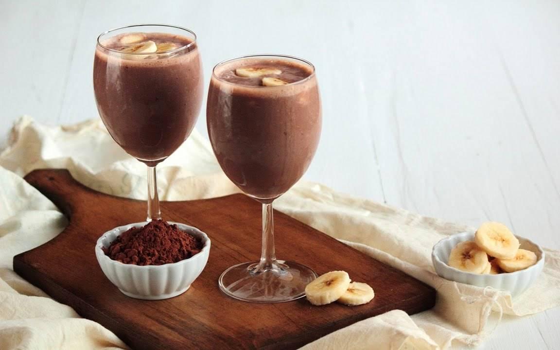 Пикантный молочный коктейль с шоколадом и орехами