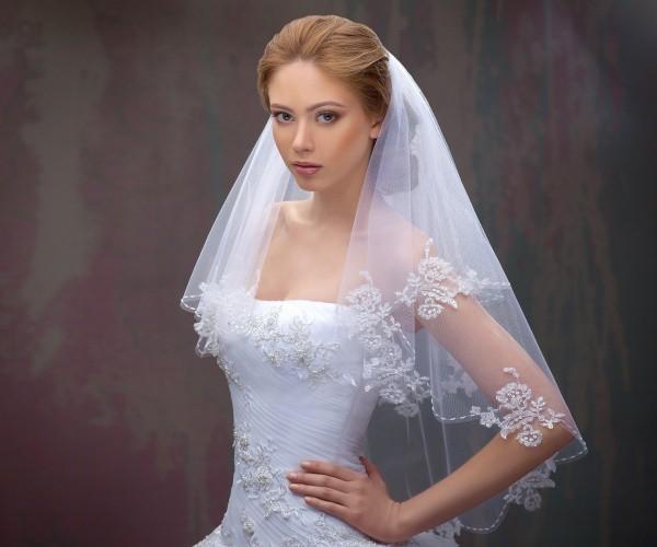 Свадебная фата для прически на средние и длинные волосы. Фото: короткая и длинная фата