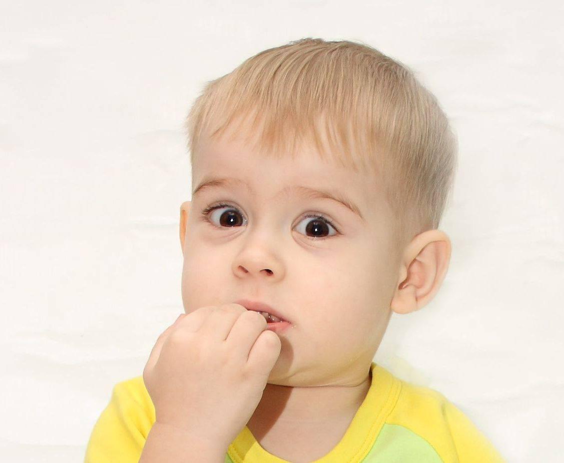 Почему ребенок грызет ногти и как его отучить. Причины привычки грызть ногти на руках