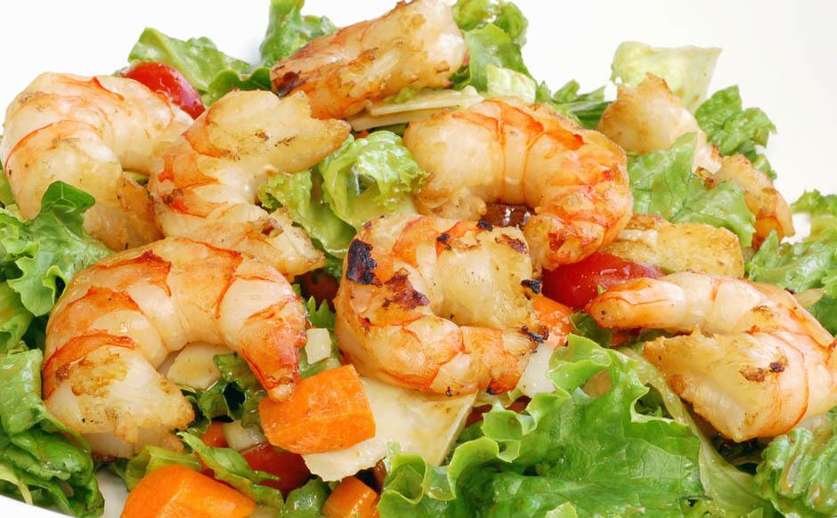 Салат из морепродуктовы морской коктейль