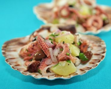 Салат с осьминогом консервированным и вареным - рецепт, фото, видео