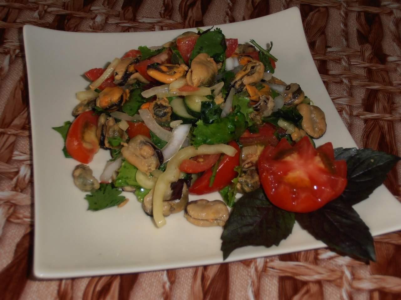 Салат с мидиями, рецепт