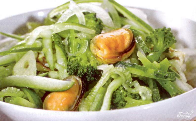 Салат с мидиями и огурцами