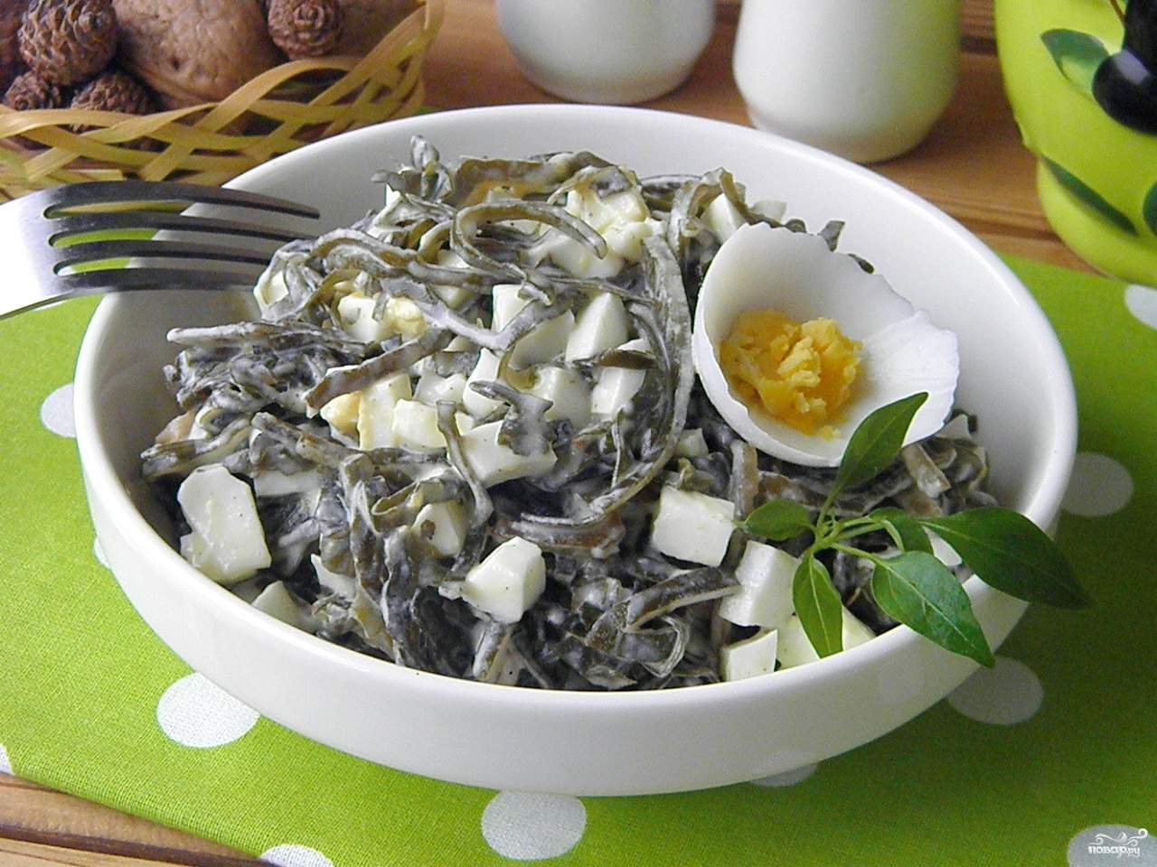 Салат из морепродуктов с морской капустой