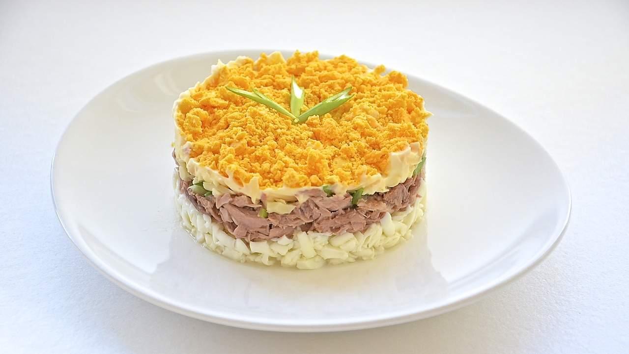 Салат Мимоза классический, с консервой, рисом, сыром. Пошаговый рецепт с фото, видео