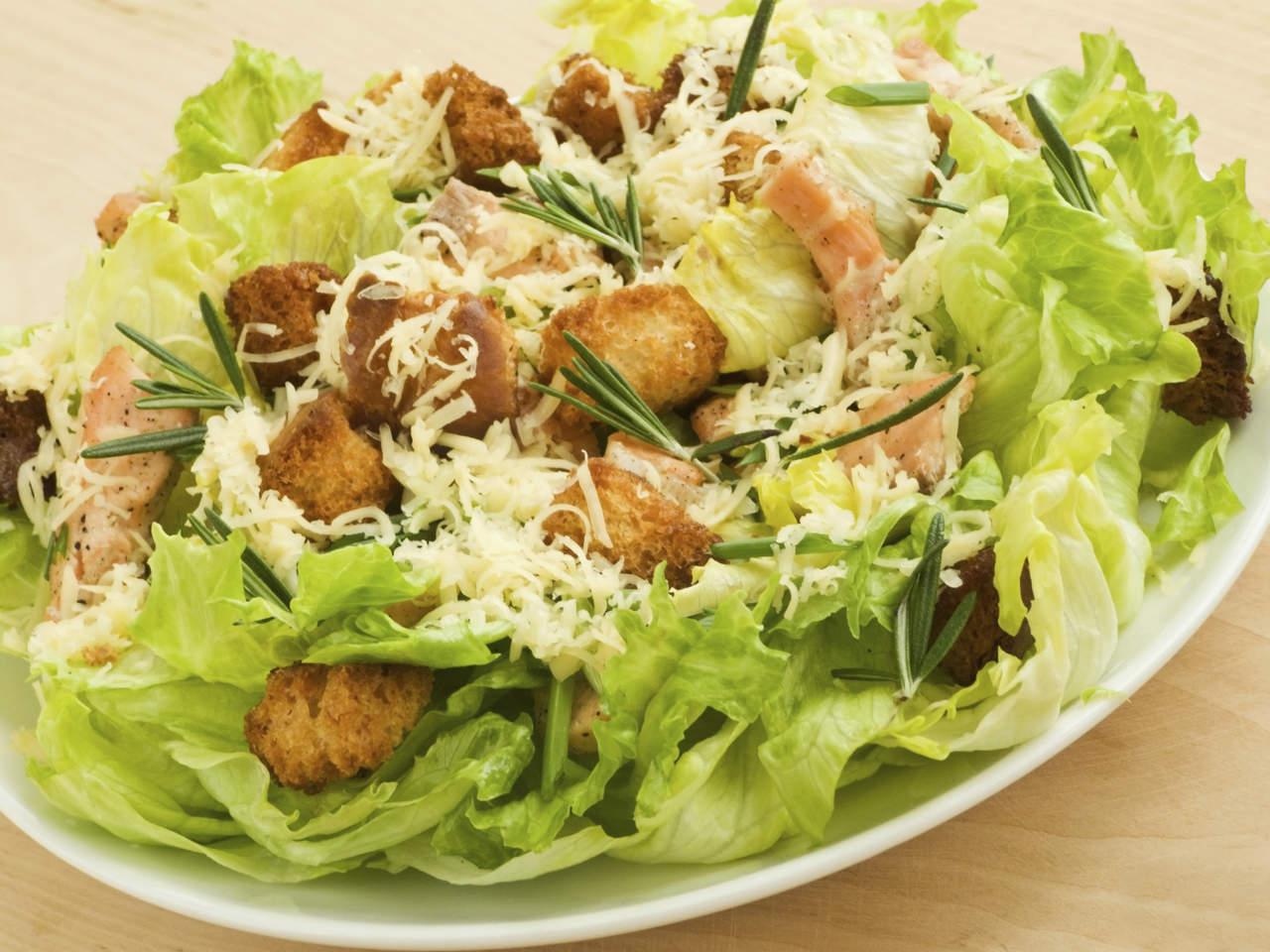 классический рецепт салата цезарь с курицей в домашних