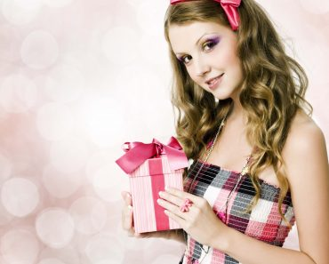 Что подарить подруге на 8 марта - идеи лучших подарков, в том числе и своими руками. Видео