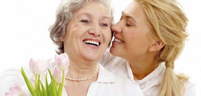 Что подарить бабушке на 8 марта: полезный, скромный, недорогой подарок на праздник. Видео