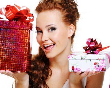 Подарки женщинам на 8 (восьмое) марта на работе, в коллективе, начальнику, коллегам. Недорогие подарки корпоративные и личные, своими руками