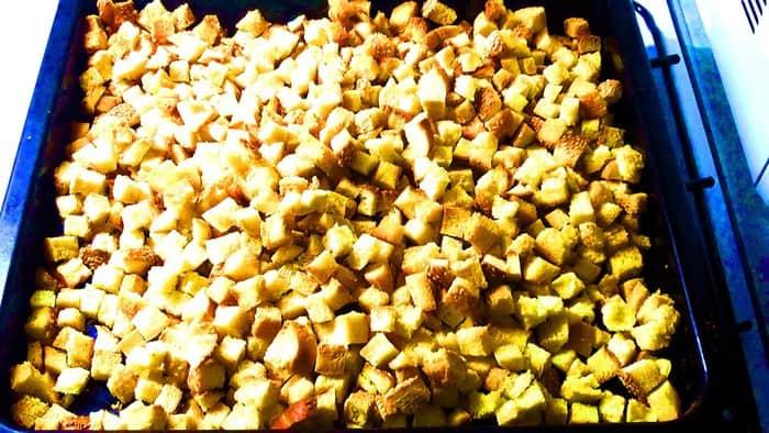 Как сделать сухарики в духовке