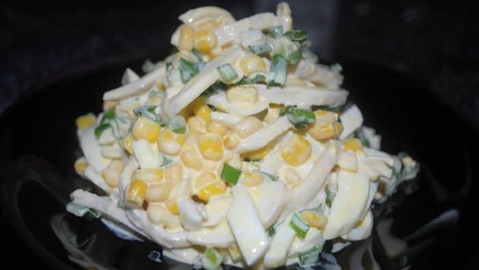 Салат с отварными кальмарами рецепт с фото