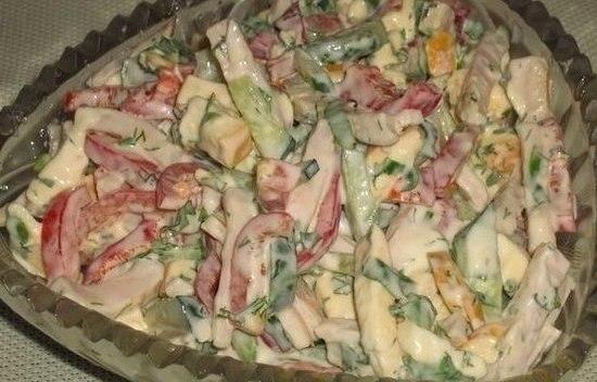 Быстрый салат с соленым огурцом