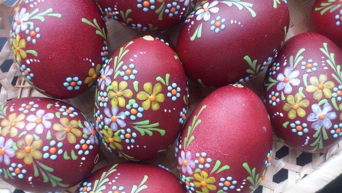 Как покрасить яйца на Пасху: рисунки и узоры