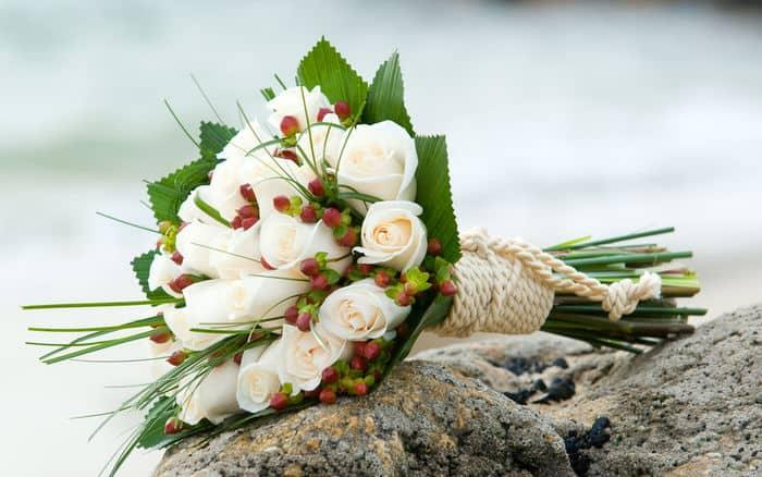 Свадебный букет невесты: фото, как сделать своими руками из роз, пионов и атласных лент