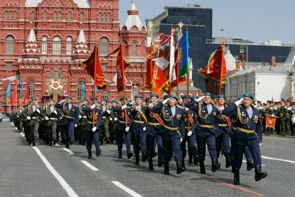 парад в честь дня победы 9 мая