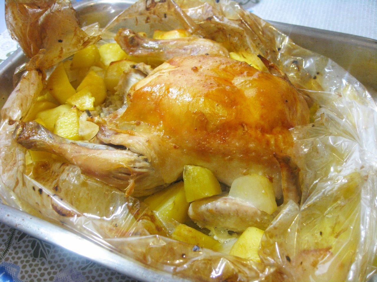 Как запекать куриные бедра в духовке в рукаве рецепт