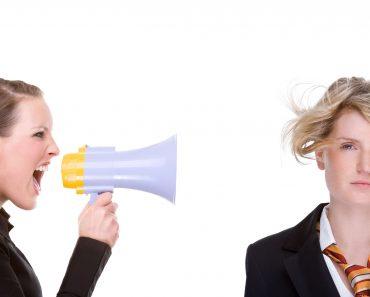 Как отвечать и реагировать на хамство и грубость людей на дорогах, на работе и на улице, какие аргументы использовать