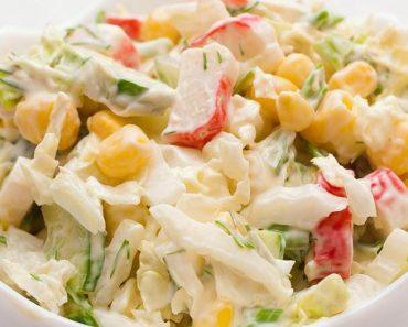 Салат с крабовыми палочками классический с кукурузой и яйцами в домашних условиях. Рецепт пошагово, фото, видео