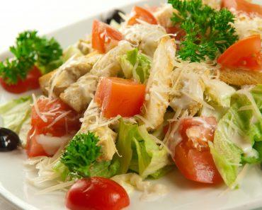 Салат Цезарь с курицей и пекинской капустой - рецепт пошагово, фото, видео