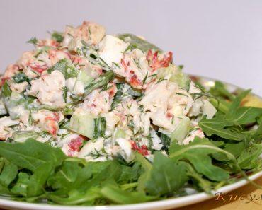 Салат с крабом (с мясом краба), огурцом и яйцами в домашних условиях. Рецепт пошагово, фото, видео