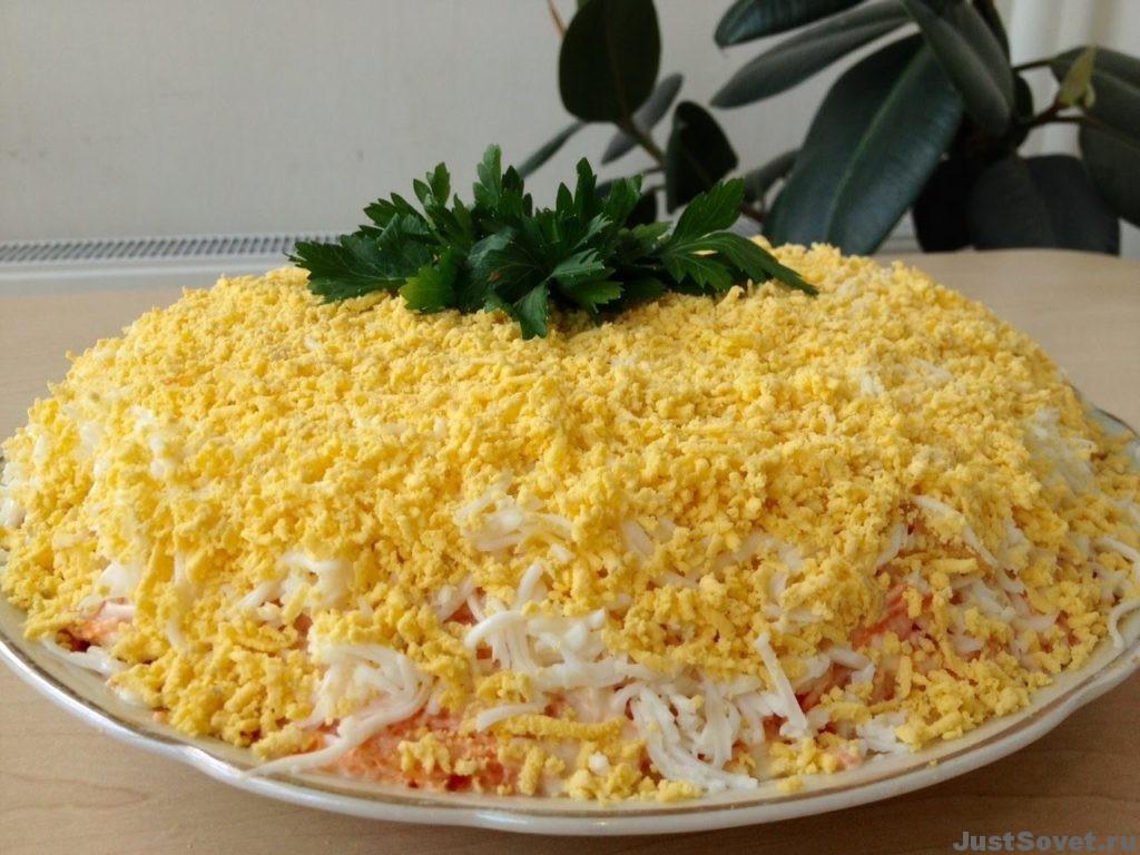 Едим дома салат мимоза