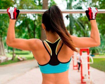 Упражнения для живота и пресса на турнике для женщин. Видео