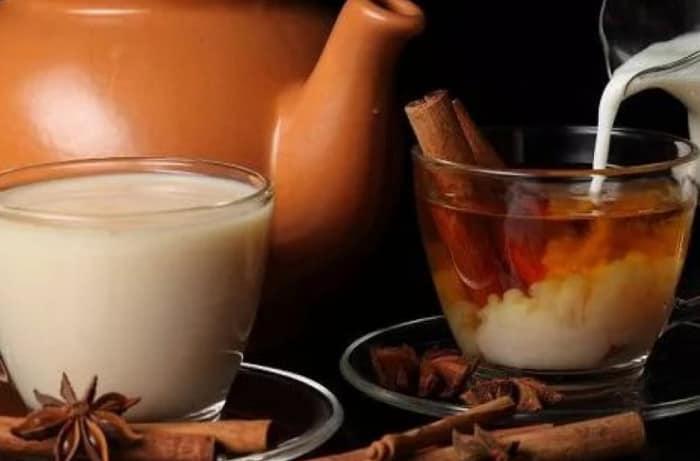 Чай с молоком черный и зеленый: польза и вред, похудение