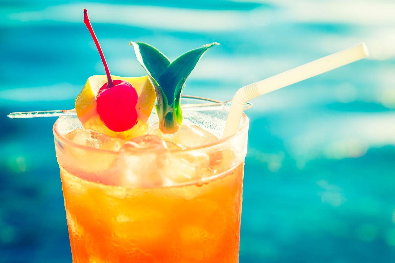 коктейль отвертка оранжевый в бокале