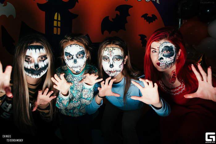 Маски на Хэллоуин своими руками в домашних условиях из бумаги, красок и картона