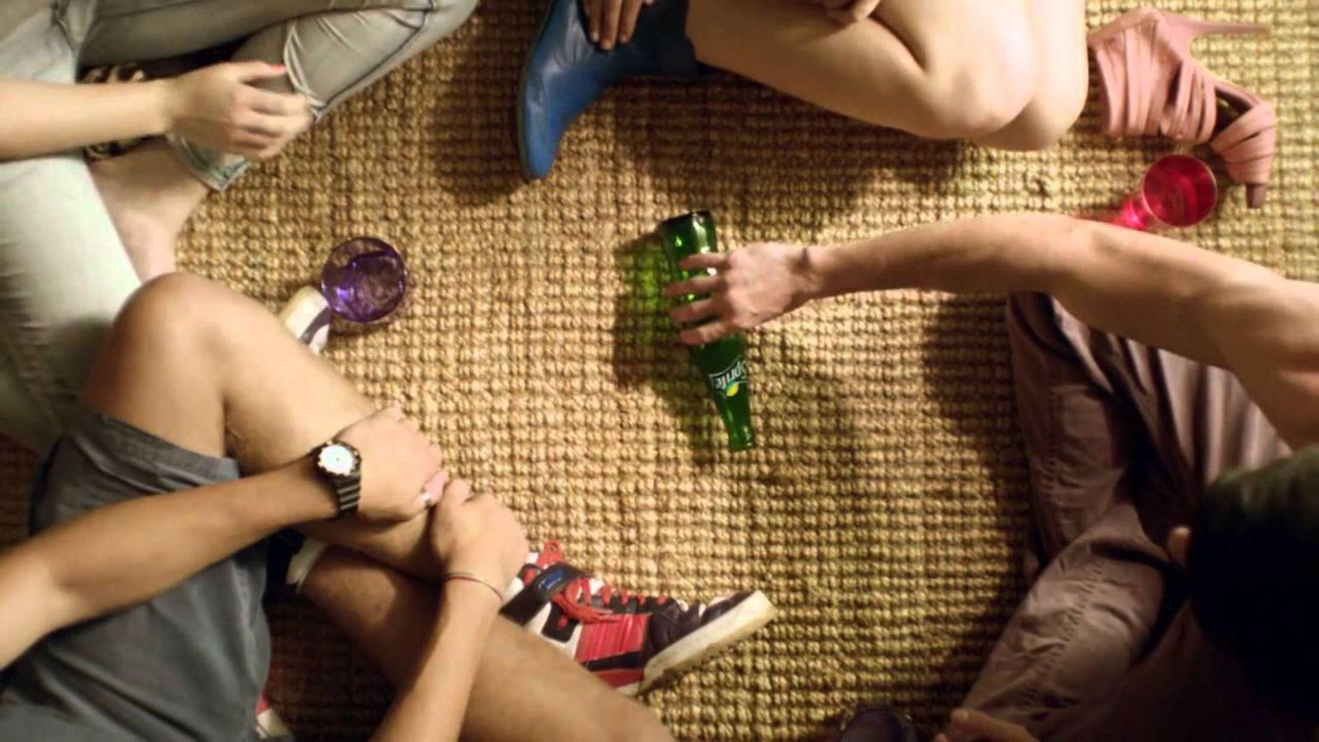 игра в бутылочку с бутылкой из-под спрайта