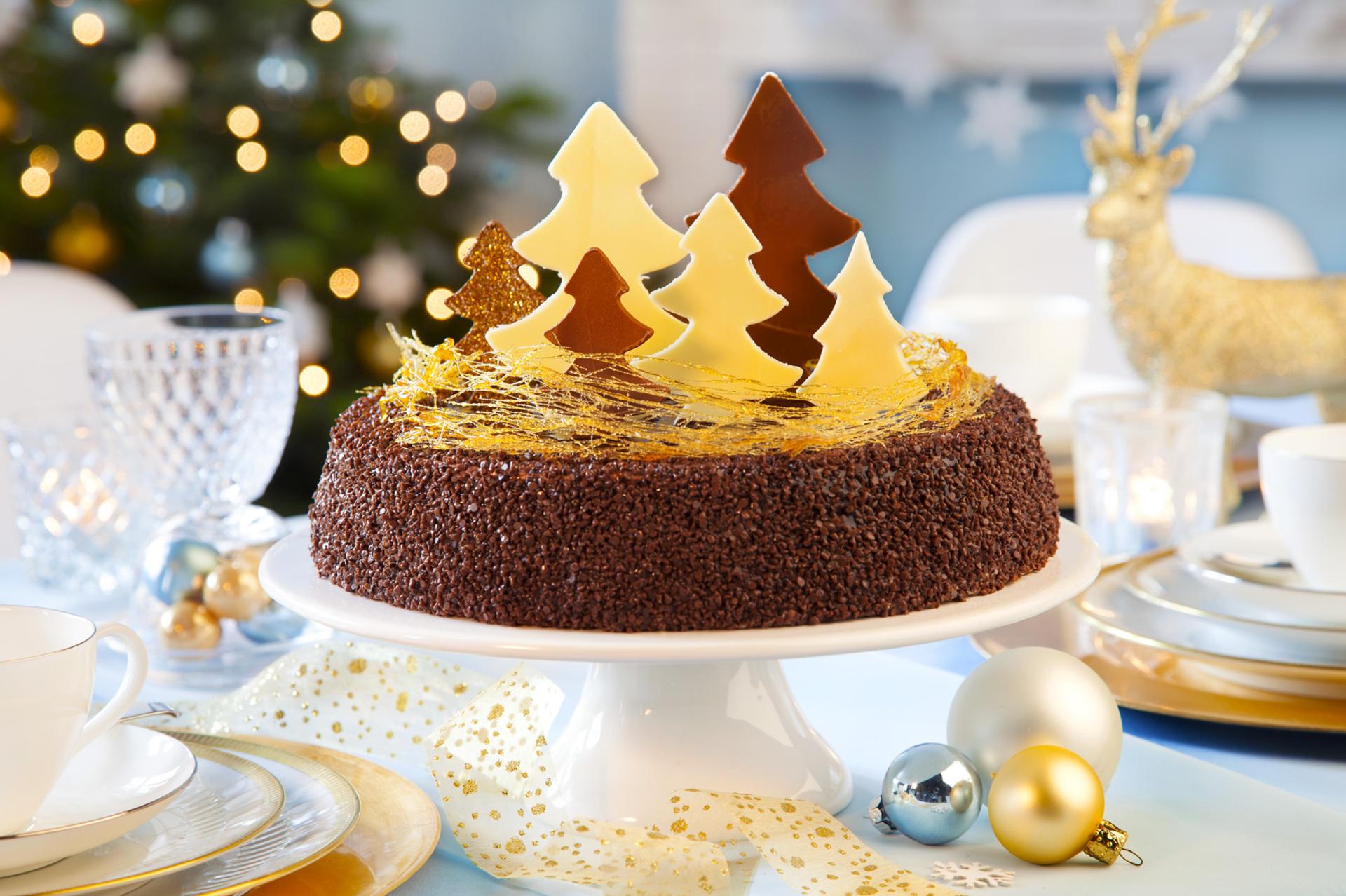 Новогодний торт с елками