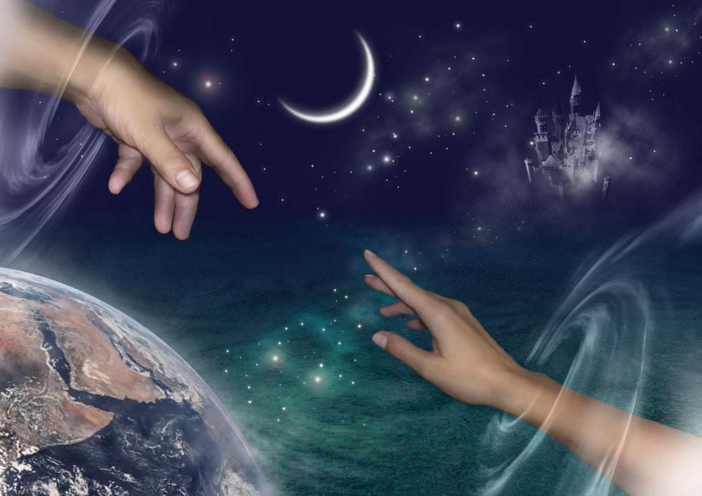 Космос, руки тянущиеся друг к другу