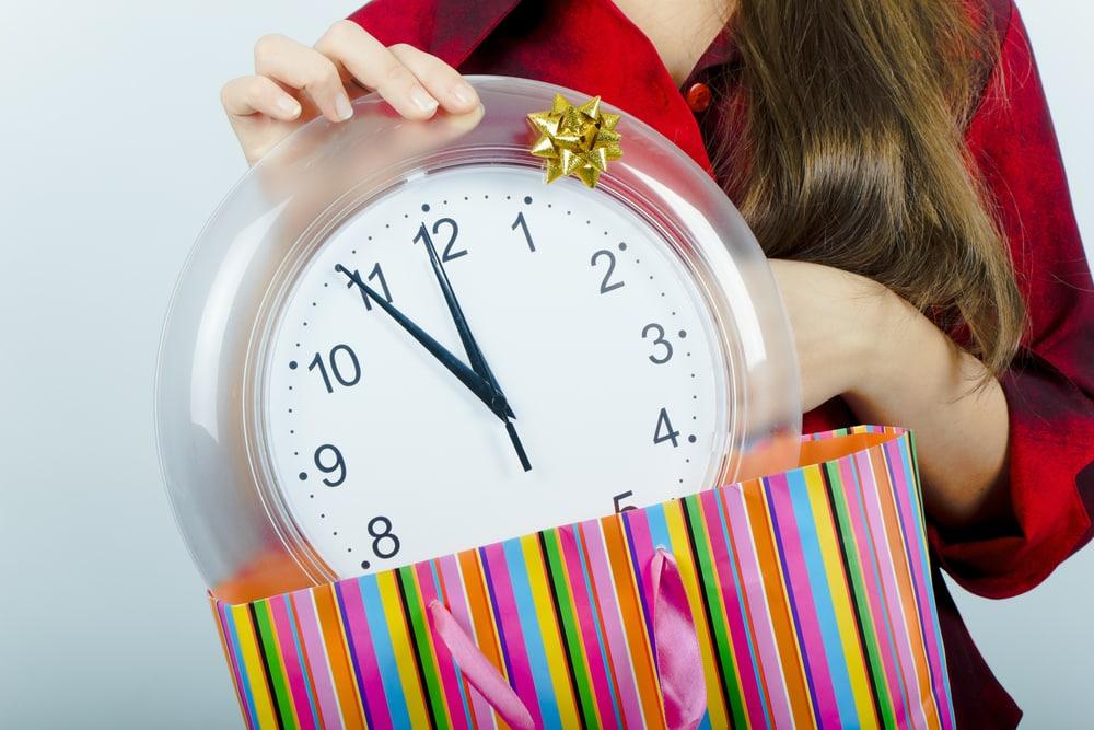 Часы в красивом пакете