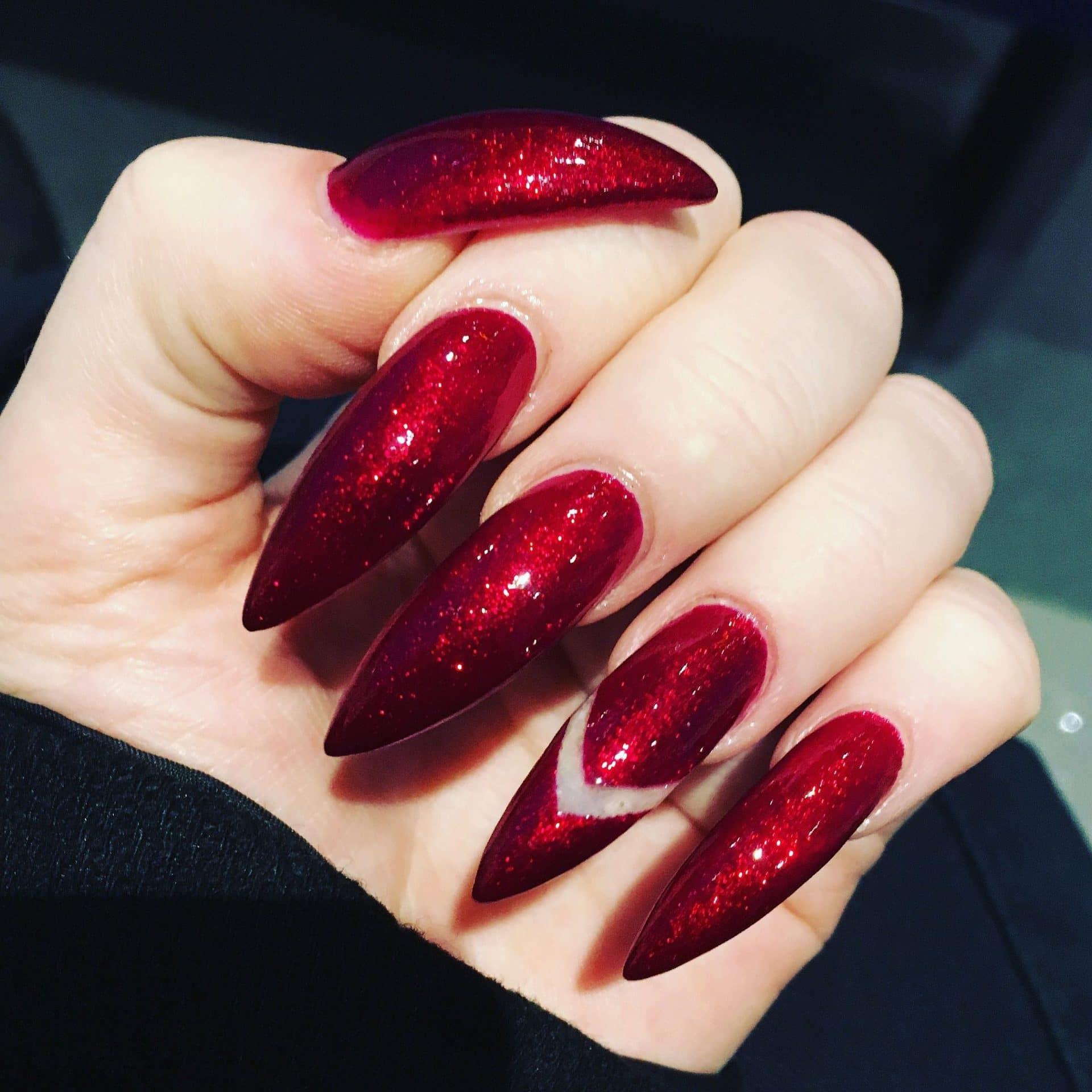 Красный маникюр на короткие и длинные ногти