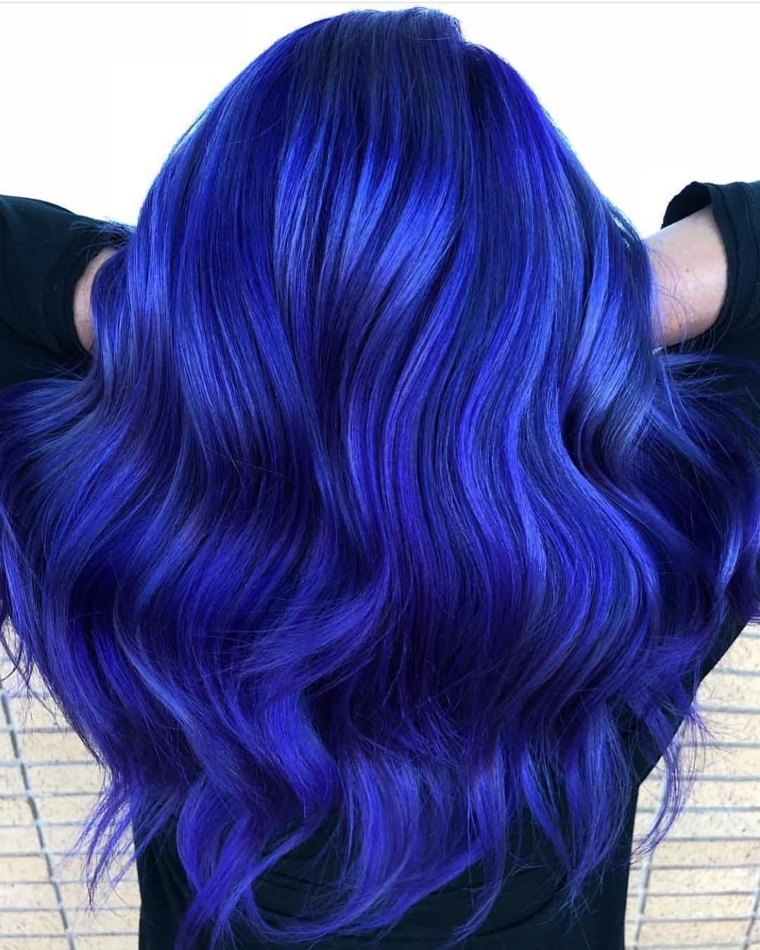 Синие волосы вид со спины